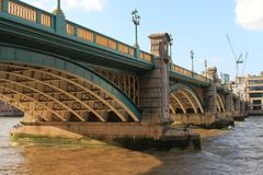 Southwark桥梁在伦敦 库存图片