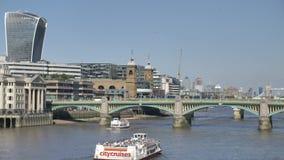 Southwark för London himmelultrarapid bro lager videofilmer