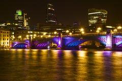 Southwarkbrug bij Kerstmis, Londen Stock Afbeelding