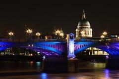 Southwarkbrug bij nacht Stock Fotografie