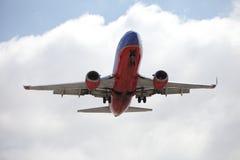 Southwest 737 som landar på SLAPPT Royaltyfri Fotografi