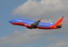 Southwest Airlines Boeing 737 som tar av Royaltyfria Foton