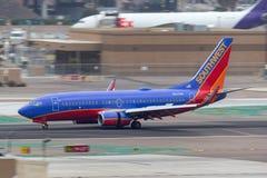 Southwest Airlines Boeing die 737-7H4 N247WN bij San Diego International Airport aankomen stock fotografie