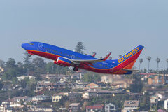 Southwest Airlines Boeing 737-7H4 N458WN som avgår San Diego International Airport Royaltyfria Bilder