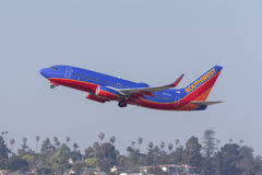 Southwest Airlines Boeing 737-7H4 N237WN som avgår San Diego International Airport Royaltyfri Bild