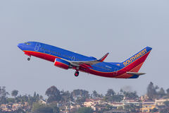 Southwest Airlines Boeing 737-7H4 N908WN som avgår San Diego International Airport Arkivbild