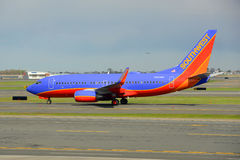 Southwest Airlines Boeing 737 på den Boston flygplatsen Royaltyfria Bilder