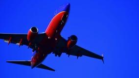 Southwest Airlines Boeing 737 que entra para uma aterrissagem imagem de stock royalty free
