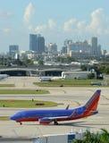 Southwest Airlines strålflygplan i Fort Lauderdale Arkivfoton