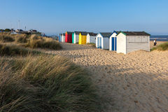 SOUTHWOLD, SUFFOLK/UK - 5月31日:在Southwo的五颜六色的海滩小屋 库存照片