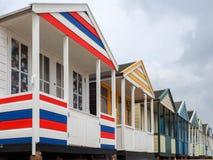 SOUTHWOLD, SUFFOLK/UK - 12 DE JUNHO: Uma fileira de Bea brilhantemente colorido Fotos de Stock