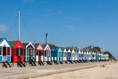 SOUTHWOLD, SUFFOLK/UK - 2. JUNI: Bunte Strandhütten in Southwo Lizenzfreies Stockfoto
