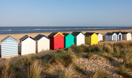 SOUTHWOLD, SUFFOLK/UK - 31. MAI: Bunte Strandhütten bei Southwo Lizenzfreie Stockfotografie