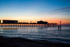 SOUTHWOLD SUFFOLK/UK - MAJ 24: Soluppgång över Southwold Pier Suf arkivfoto