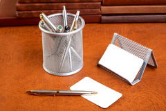 Soutien d'organisateur des papiers et du crayon lecteur Photos stock