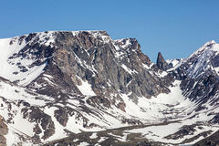 Soutient le fond alpin de ciel de chapeaux de neige de dent Image libre de droits