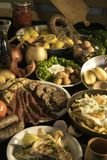 Soutzouki, pastourmas, ägg och köttbollar royaltyfri illustrationer