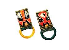 Souvenir av den svarta och röda kinesiska traditionella maskeringen på vitbaksida Royaltyfri Bild
