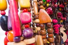 Souvenir cubain typique : collier de graine Populaire dans des comptes cubains image libre de droits