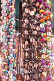 Souvenir cubain typique : collier de graine Populaire dans des comptes cubains image stock