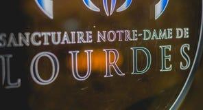 Souvenir myntar varuautomater från fristaden av Lourdes Royaltyfri Foto