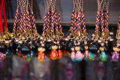 Souvenir på asakusamarknaden framme av templet, tokyo, Japan Royaltyfri Foto