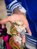 Souvenir sålde vid lokala barn nästan Axum, Etiopien Royaltyfri Bild