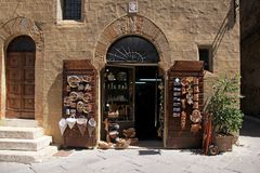 Souvenir shop in the medieval village of Pienza in Italy, Tuscan Stock Images