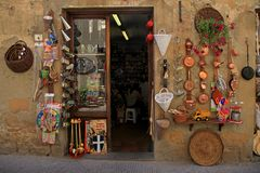 Souvenir shop in the medieval village of Pienza in Italy, Tuscan Royalty Free Stock Photography
