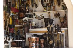 Souvenir shop showcase. With figurines and musical instruments Royalty Free Stock Photos