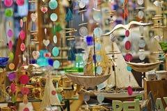 Souvenir shoppar fönstret på det marin- temat royaltyfri fotografi