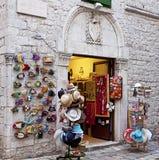 Souvenir shoppar i antik slott Arkivfoto
