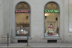 Souvenir shoppar i Budapest royaltyfria bilder