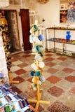 Souvenir shoppar i den gamla staden av Kotor, Montenegro Royaltyfri Bild