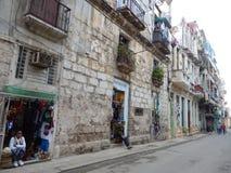 SOUVENIR SHOPPAR I EN GATA I HAVANNACIGARREN, KUBA Arkivbild