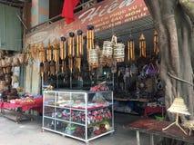 Souvenir shoppar i Lien Son på Lak sjön, Vietnam Arkivfoto