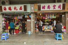 Souvenir shoppar i Shanghai, Kina Arkivfoto