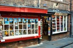 Souvenir shoppar i York UK Arkivbild