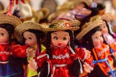 Souvenir shoppar med de traditionella mexicanska objekten Arkivfoton