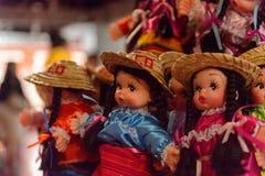 Souvenir shoppar med de traditionella mexicanska objekten Arkivbilder
