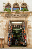 Souvenir shoppar på Porec på Kroatien Royaltyfri Foto