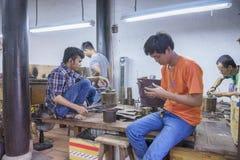 Souvenirfabrik av personer med handikapp Arkivbilder