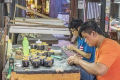 Souvenirfabrik av personer med handikapp Royaltyfri Foto