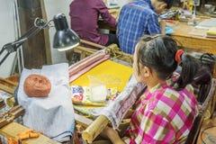 Souvenirfabrik av personer med handikapp Royaltyfria Bilder