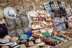 Souvenirgatan shoppar i Cartagena, Colombia Arkivfoton