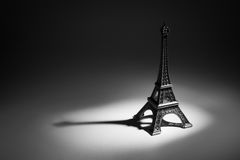 Souvenirkopia av Eiffeltorn Arkivfoto