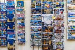 Souvenirladen in Cefalu in Sizilien, Italien Lizenzfreie Stockfotografie