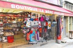 Souvenirladen in der Yardabtei von Mont Saint Michel. Normandie, Lizenzfreies Stockfoto