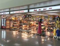 Souvenirladen an Ho Chi Minh-Flughafen Stockfotos