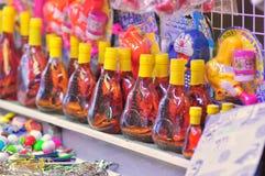 Souvenirs à vendre sur un marché proche au Vietnam Photos libres de droits